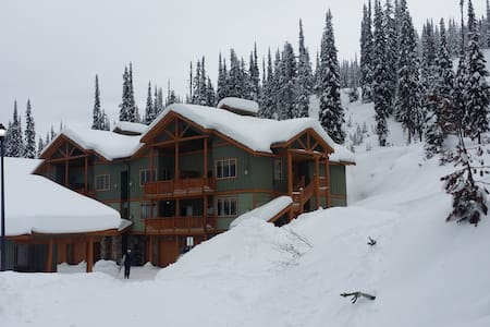 Wonderfull getaway Ski In/Out, sleeps 6 - Kelowna - Appartement