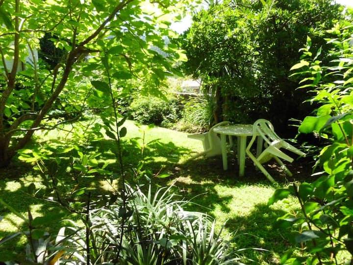 Apartamento de una habitación en Mogor, con magnificas vistas al mar, jardín cerrado y WiFi - a 2 km de la playa