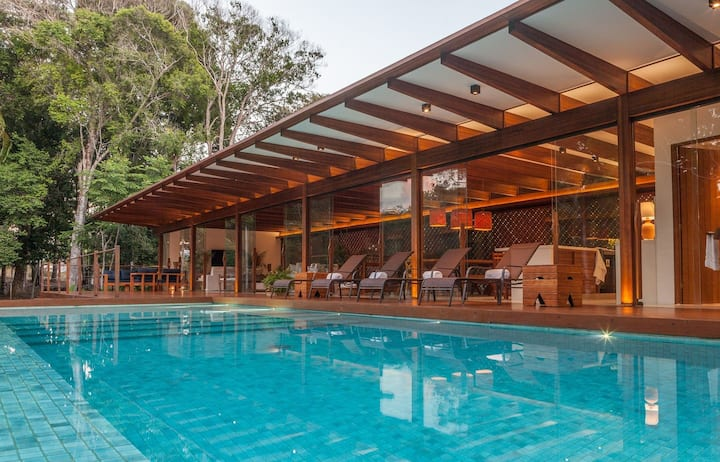 Bah029 - Modern and spacious villa near the Quadrado