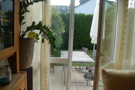 Schönes geräumiges Zimmer nahe Wald und Messestadt - München
