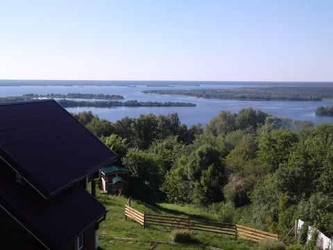 Three holiday and fishing cottages in the Volga.