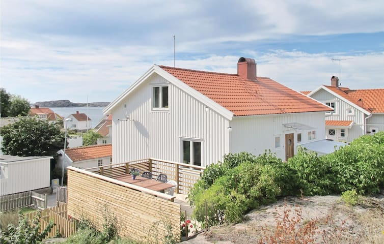 Holiday cottage with 3 bedrooms on 131 m² in Bovallstrand