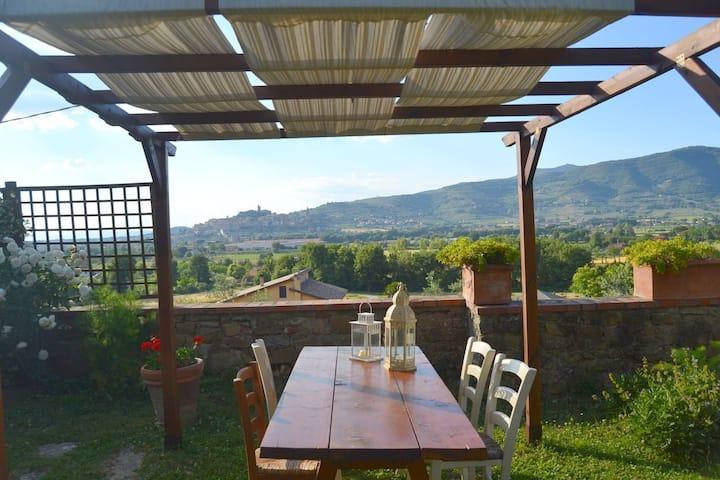 Beautiful holiday home in the hills of Castiglione Fiorentino.
