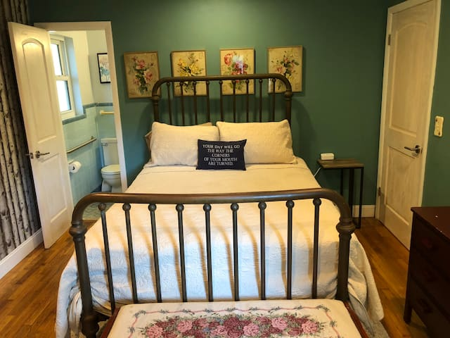 Clean&Comfy 5 min drive to Beach. Private entrance