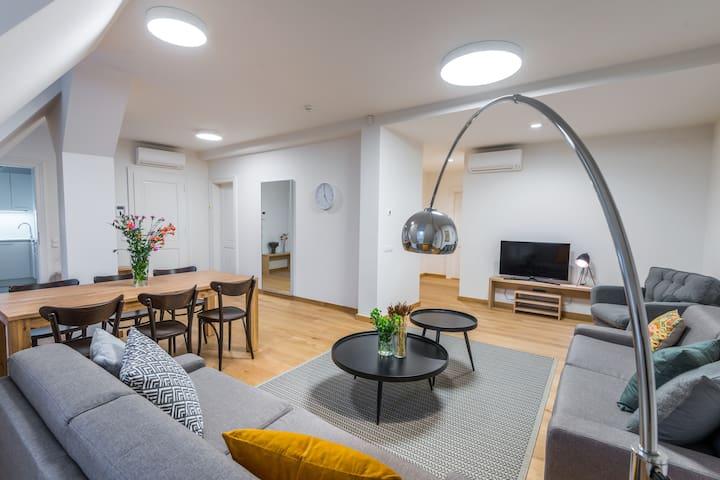 3 Min To Wenceslas Sq. 1BR Apartm. Deluxe w. A/C