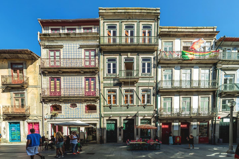 Tipical building / Rua das Flores