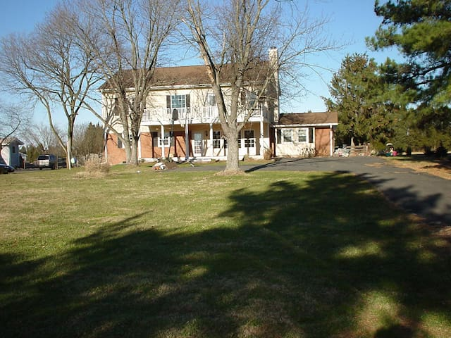 Quiet country home near Manassas #2 (Pet friendly)