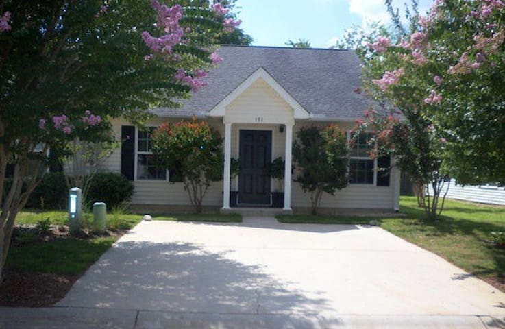 Charming Townhouse for the Masters! - Aiken - House