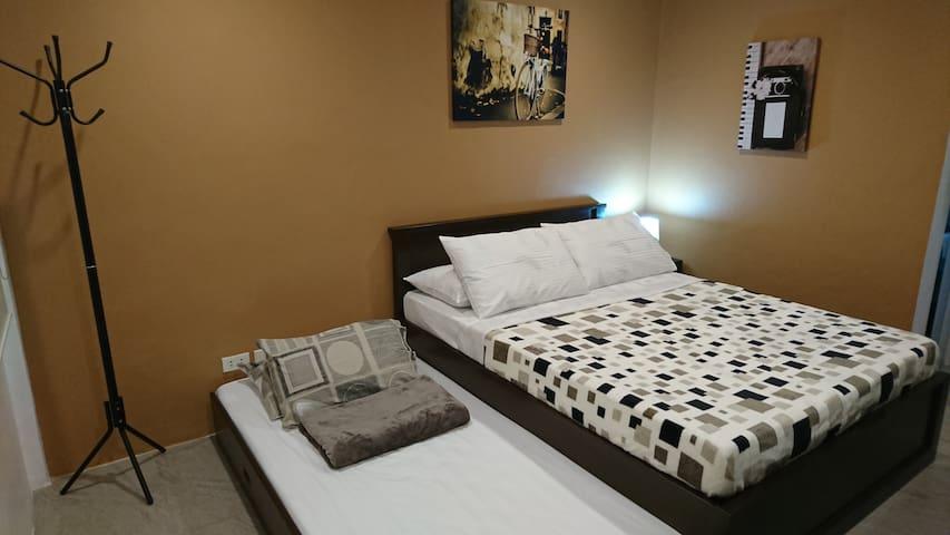KM Suites, Room 6 (Second floor)