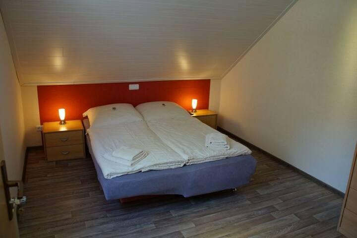 Schlafzimmer 2 / sleeping room 2
