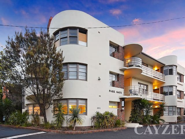 Stylish Albert Park gem close to MSAC, city, cafes