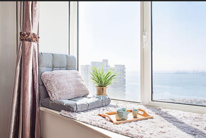开发区热岛黄金海岸飘窗海景大床房 静雅空间23