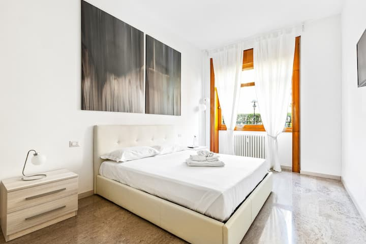 APT with private parking! 350m far from ISTRIA M5