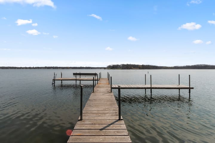 Delavan Lakefront Cottage with Private Pier and Private location - Laachensbaah on Waubashawbess