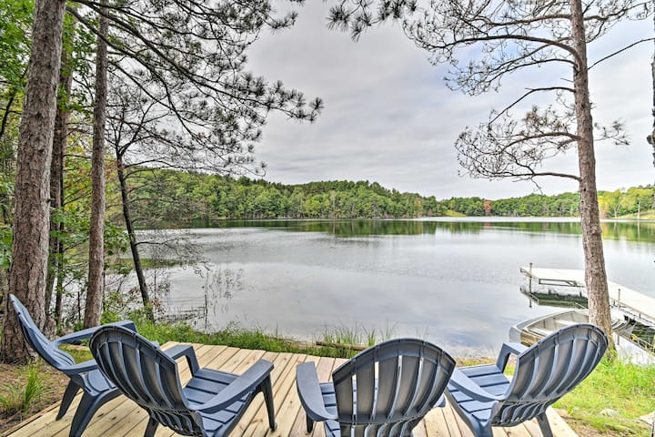 NEW! Quiet Retreat on Lake w/Kayaks, Boats, Bikes!