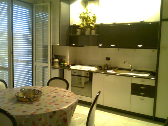 Nice flat near Milan Center - Milano - Hus