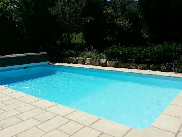 Pour un moment rafraichissant. piscine chauffee.