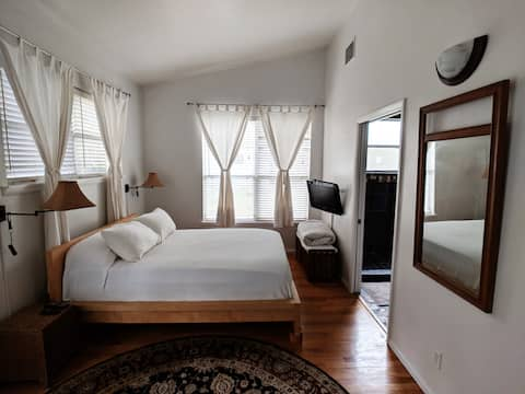 Winter Park Suite with Private Entrance & Kitchen