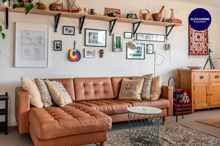 STYLISH & VIBRANT HOME AWAY FROM HOME // FRANKLIN