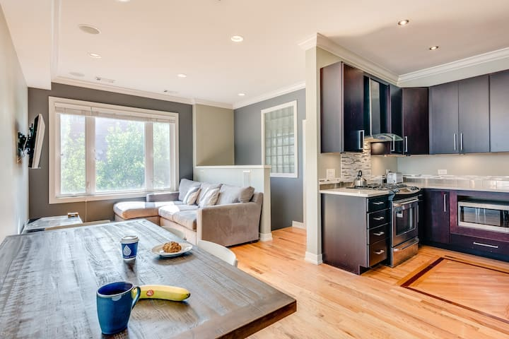 Wicker Park Condo with Roof Deck & Parking!