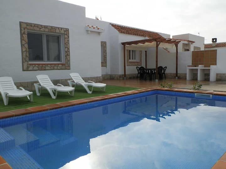 CASA ADENA, Ideal house for your holidays near the sea, free wifi, air conditioning, private pool, pets allowed, dog's beach.