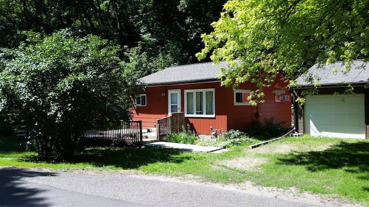 Cabin Nestled in the Woods, Close to MSP Airport