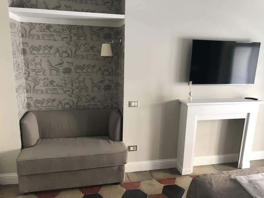 Vista zona divano e TV