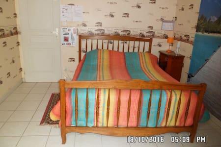 Chambre meublée 1 chez l'habitant lit double - Rumah Tamu