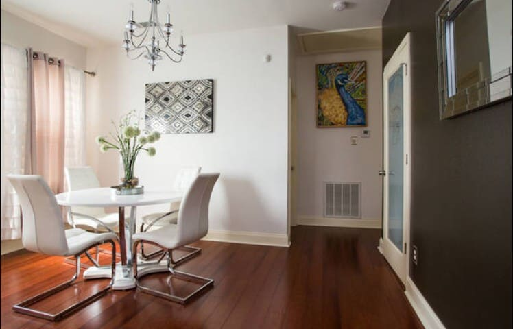 7 Minutes To Downtown -Royal Treme  Private Suite