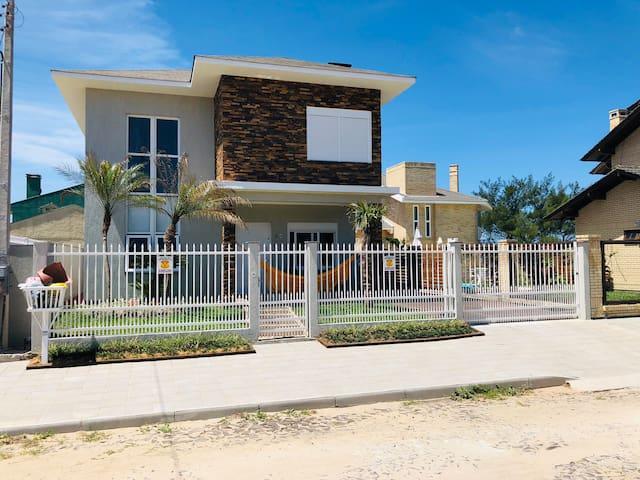 Casa nova e confortável, com vista para o mar!