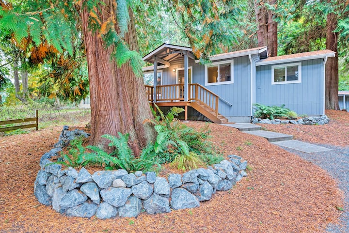 House w/ Deck on Whidbey Island, 1 Mi from Shore!