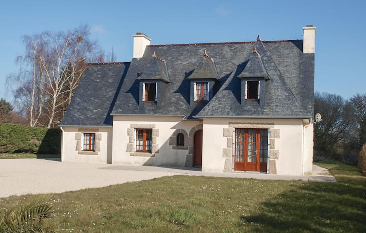 Holiday cottage with 4 bedrooms on 130m² in Pleubian