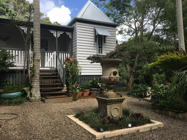 Charming Character Cottage, Maleny's Best Street - Maleny