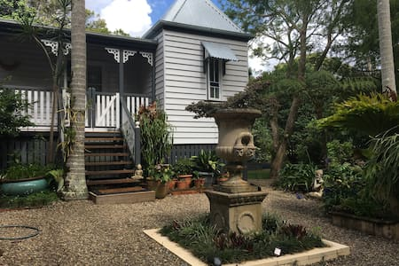 Charming Character Cottage, Maleny's Best Street - マレニー