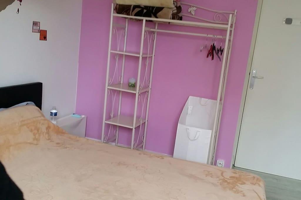 chambre petit d jeun chambres d 39 h tes louer nantes pays de la loire france. Black Bedroom Furniture Sets. Home Design Ideas