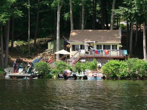 Beautiful Lake Cottage - Pet Friendly
