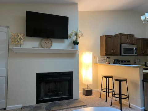 **Entire Glen Carbon Condo Fully furnished All New