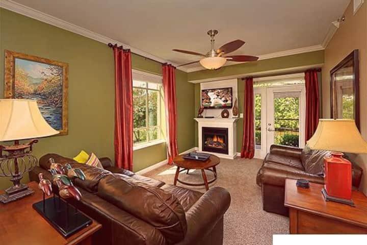 3 BR Riverfront Luxury Condo in Perfect Location