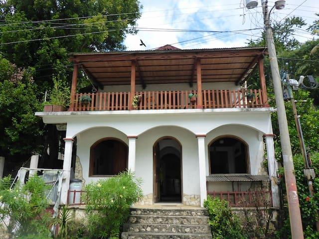 Waterfront Casa del Árbol