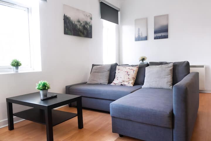 Space for up to 10, 10 mins from Queen St!