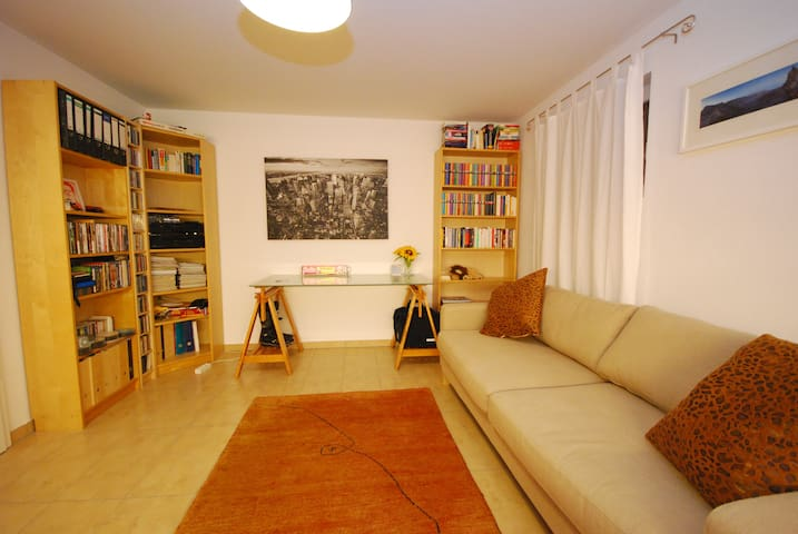 modern cozy room for 2 persons free parking - Ottobrunn - Casa adossada