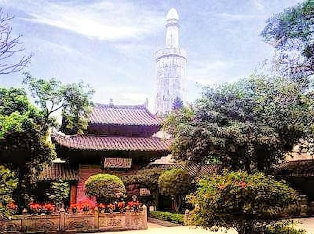 Huisheng Mosque (since 527!) oldest in CN