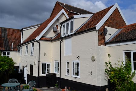 Modern 1st floor Studio in the centre of Wymondham - Wymondham