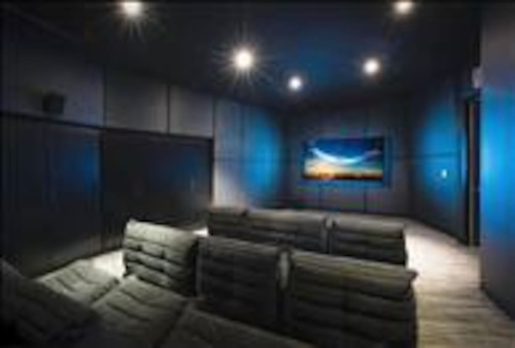 Building Amenities: Movie Theater
