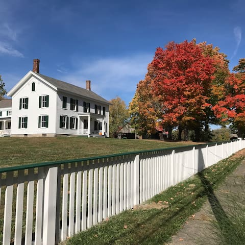 "1790's Historic old house ""CRYSTAL SPRING FARM"""