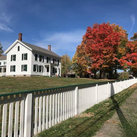 "1790's Historic old house ""CRYSTAL SPRING FARM"""