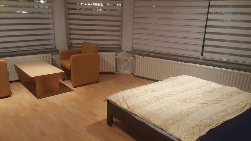 Room with Kingsize bed 15 min from Amsterdam CS!