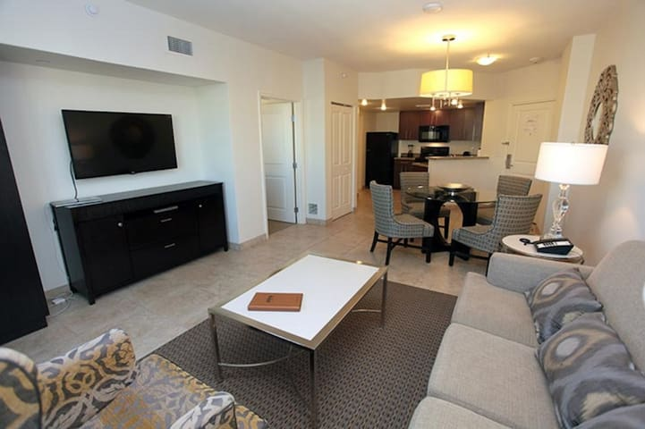 Luxurious 1BR Condo on the Strip