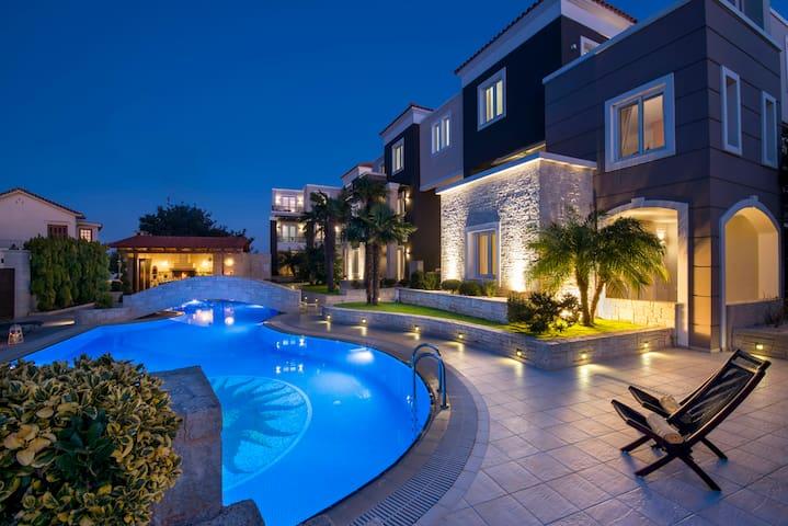 Artdeco Luxury Suites #g3