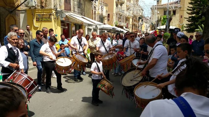 Immersi nella tradizione siciliana!